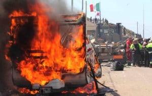Lampedusa, immigrati in rivolta incendiano il centro d'accoglienza