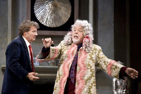 """Roberto Sturno e Glauco Mauri in una scena dello spettacolo """"L'inganno"""""""