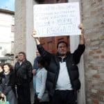 >>>ANSA/SUICIDI PER CRISI, GRIDA AI FUNERALI: E' OMICIDIO DI STATO