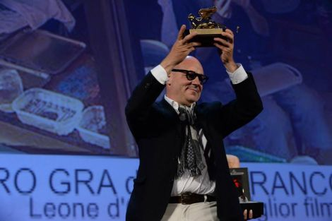 """Gianfranco Rosi con il Leone d'Oro per """"Sacro Gra"""""""