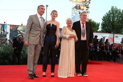 "Steve Coogan, Sophie Kennedy Clark, Judi Dench e Stephen Frears sul red carpet di ""Philomena"""