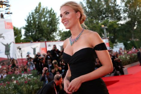 "Scarlett Johansson sul red carpet del film ""Under The Skin"""