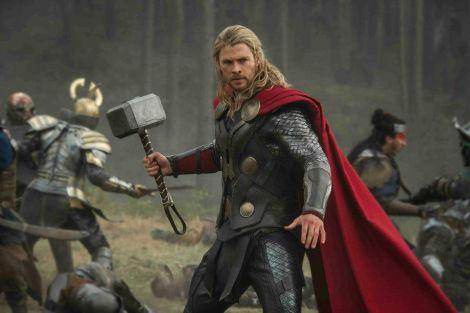 "Chris Hemsworth in una scena del film ""Thor-The Dark World"""