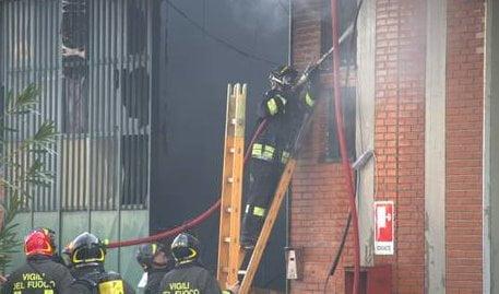 Incendio in fabbrica a Prato, vittime