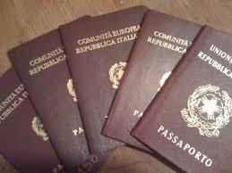Esibiscono passaporti falsi per ritirare permesso di ...