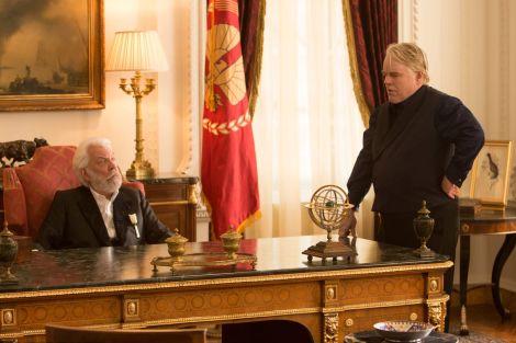 """Donald Sutherland e Philip Seymour Hoffman in una scena del film """"Hunger Games-La ragazza di fuoco"""""""
