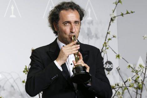 """Paolo Sorrentino bacia l'Oscar per """"La grande bellezza"""""""