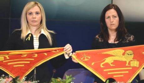 Maro': le mogli dei due fucilieri arrivano a Sanremo
