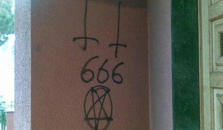 scritte-sataniche