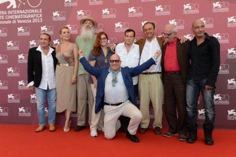 La delegazione (con Gianfranco Rosi) al photocall del film Sacro GRA