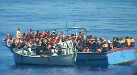 sbarcati 369 migranti