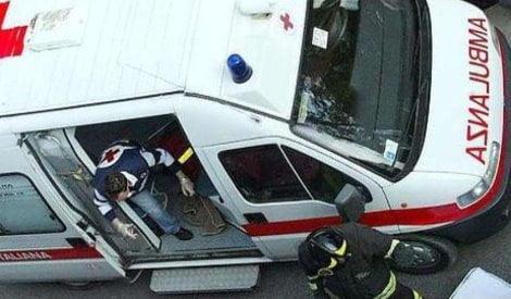 ambulanza ridotta in fin di vita a martellate