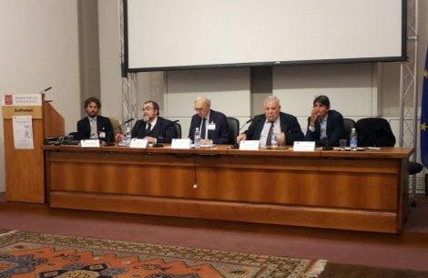 il tavolo dei relatori. Da sinistra: Ascanio Ruschi, Carlo Manetti, Roberto de Mattei, Pucci Cipriani, Giovanni Donzelli