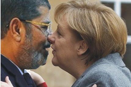 La Merkel con Morsi, fratello musulmano gradito alla UE