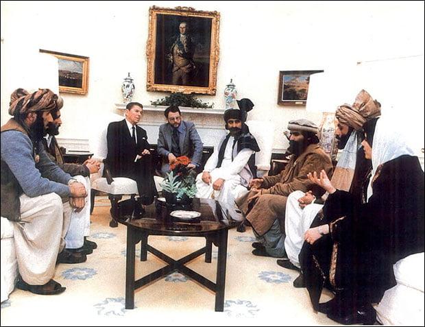 L'ex presidente Reagan in graziosa riunione con i talebani
