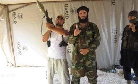 miliziani nelle tende USAID