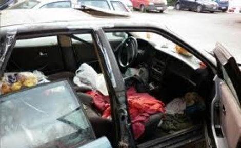 senza casa vive in auto