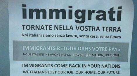 Foto manifesti razzisti a Bari