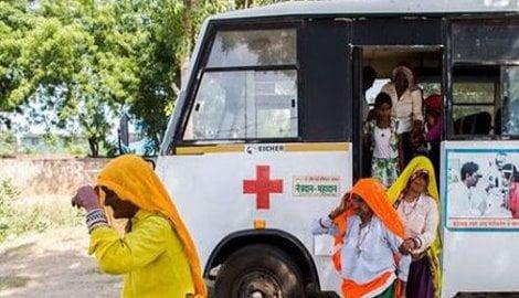 India/ India, proteste a Raipur dopo la morte di 13 donne sterilizzate