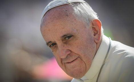 Papa: ogni vita, anche scomoda o ripugnante, va amata