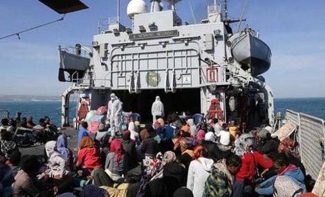 Immigrazione:da notte soccorsi 1200 migranti a sud Lampedusa