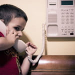 bambino-al-telefono