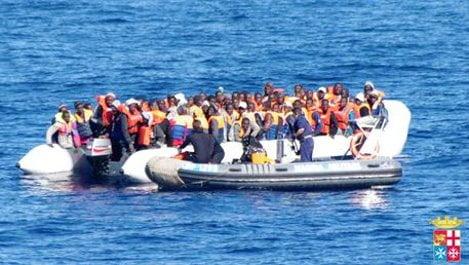 Immigrazione: 400 salvati da marina a largo Lampedusa