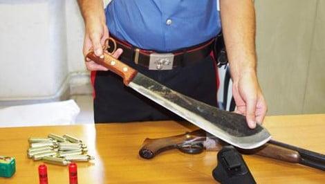 Stalking:minaccia ex col fucile,arrestato 50enne