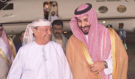 presidente dello Yemen (a sinistra) ride mentre uccidono il suo popolo