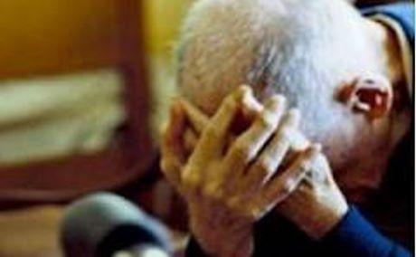 anziano picchiato e derubato
