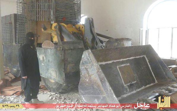 Bulldozer carichi di esplosivo usati a Ramadi per far saltare le barriere di difesa in cemento dei soldati iraqeni