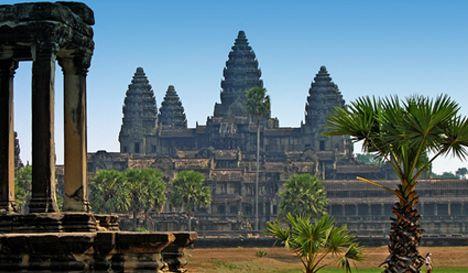Cambogia, foto porno in un tempio: arrestato turista italiano