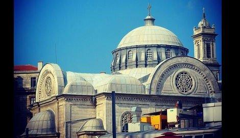 chiesa-istanbul-molotov