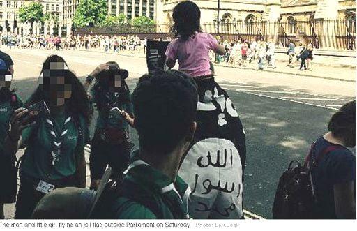 Londra bandiera Isis