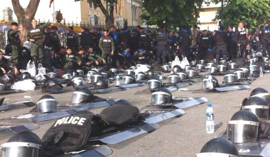 polizia-caschi