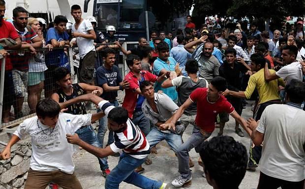 rissa tra sedicenti profughi in Grecia