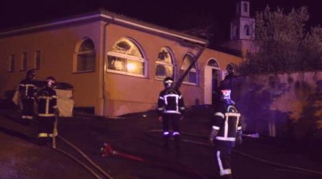 francia-incendio-moschea