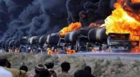 Autobotti cariche di petrolio bombardate dai russi