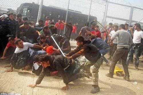 """Grecia, rissa tra """"profughi"""" a Lesbo"""