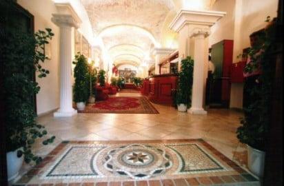 Cagliari - uno degli hotel in cui vengono ospitati i clandestini