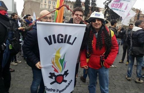 vigili-omofobia