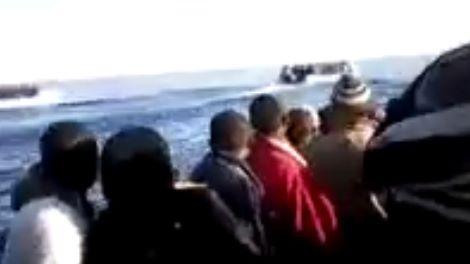 73 migranti sbarcano a crotone