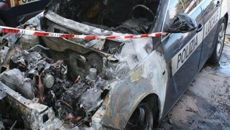 auto-vigili-bruciata