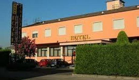 hotel-cristallo-azzano