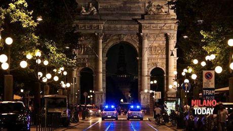 Parco sempione, spari nella notte: fermato cerca di rubare fucile a militare