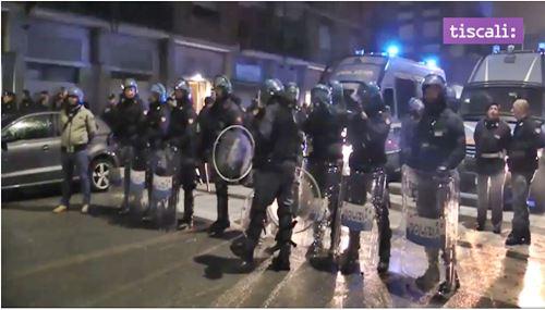 Bombe carta contro i migranti a Torino, scoppia la rivolta: