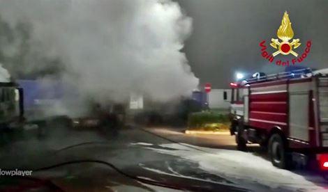 camion-bruciati