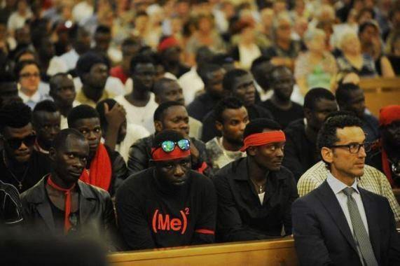 mafia nigeriana ai funerali di Emmanuel