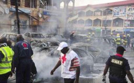 Nigeria: le immagini del crollo del tetto di una chiesa