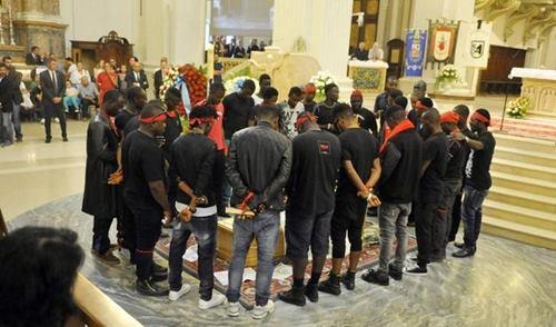 mafia-nigeriana-funerali-emmanuel2